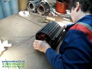 Укладка катушек в пазы электродвигателя